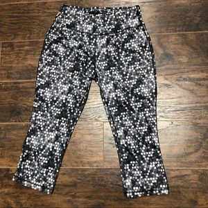 Danskin Dri More Fitted Geometric Capri Leggings